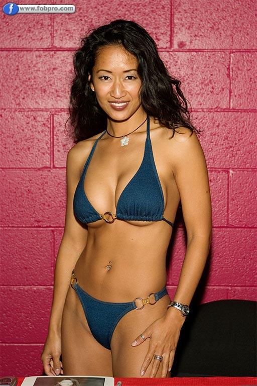 OO LA LA! 20 Seductive Asian French Maids! | Page 2 of 2
